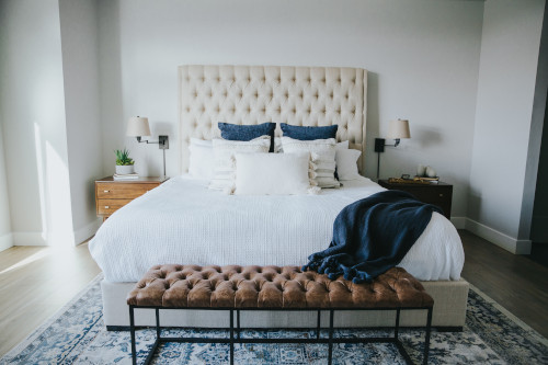 Comodini diversi in camera da letto