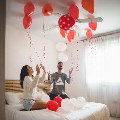 Decorare la camera con i palloncini a San Valentino