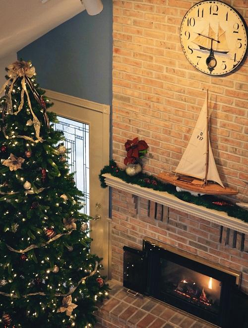 Addobbare un camino per Natale in stile marinaro