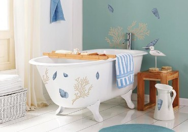 A refreshing dip: furnish the bathroom in a marine style